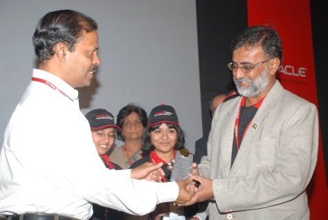 RECEIVING THE MEMENTO FROM MR. SUBHASH KHUNTIA IAS, JOINT SECRETARY, MINISTRY OF HUMAN RESOURCE DEVELOPMENT, SCHOOL EDUCATION, AND GOVERNMENT OF INDIA AT HOTEL OBEROI NEW DELHI ON 19 NOVEMBER 2009, FOR ACHIEVEMENTS ON THINKQUEST INTERNATIONAL COMPETITION 2009.