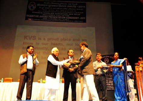 Receiving the KVS National Incentive Award 2011 from Shri Kapil Sibal,Hon'ble Minister of Human Resources & Development Government of India & Chairman KVS in New Delhi on 18 November 2011.
