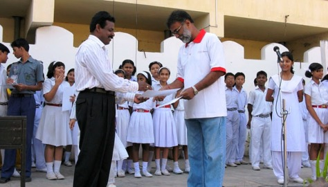 2008: Receiving the Certificate for Effective implementation of Oracle think.com in schools from Mr Maniyappan P.P, Principal Kendriya Vidyalaya Maligaon.